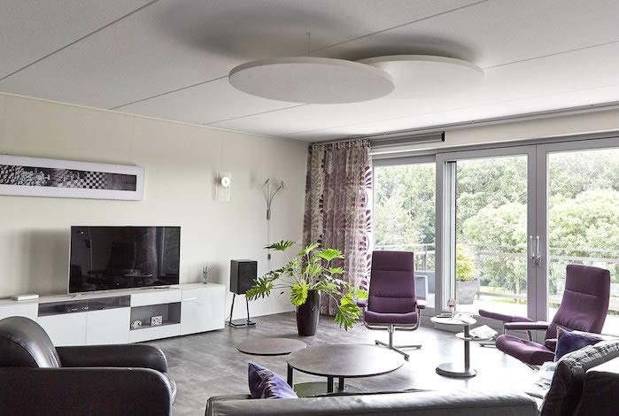 https://www.analogueaudio.nl/pictures/rivasono/Rivasono-ronde-akoestische-plafondpanelen-huiskamer.jpg